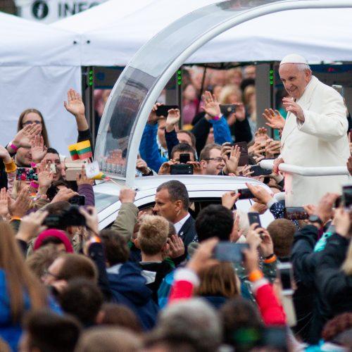 Popiežiaus kelionė iki Katedros aikštės  © P. Peleckio / Fotobanko nuotr.