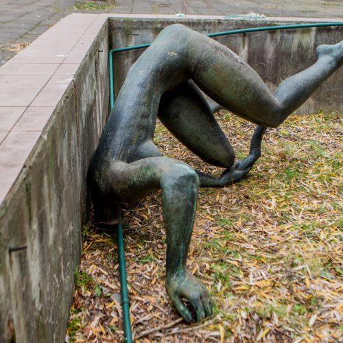 """Kaune vandalai nuniokojo skulptūrą """"Skalbėja""""  © Laimio Steponavičiaus nuotr."""