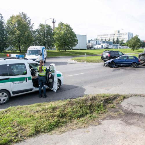 Dviejų automobilių avarija Taikos prospekte  © Vilmanto Raupelio nuotr.