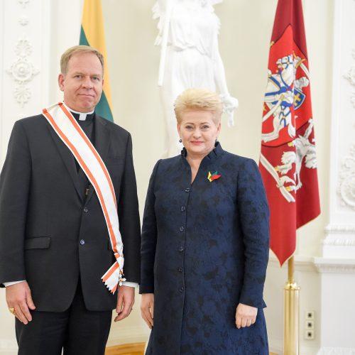 Prezidentė įteikė valstybės ordinus ir medalius