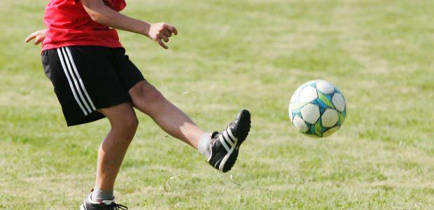 Sužalotas į kelią paskui kamuolį išbėgęs vaikas