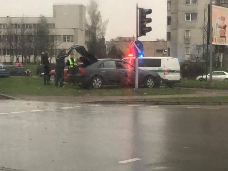 Kaune – lengvųjų automobilių, troleibuso ir sunkvežimio avarijos