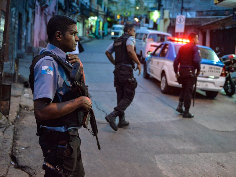 Rio de Žaneire per policijos ir kariuomenės reidus nukauta 14 žmonių