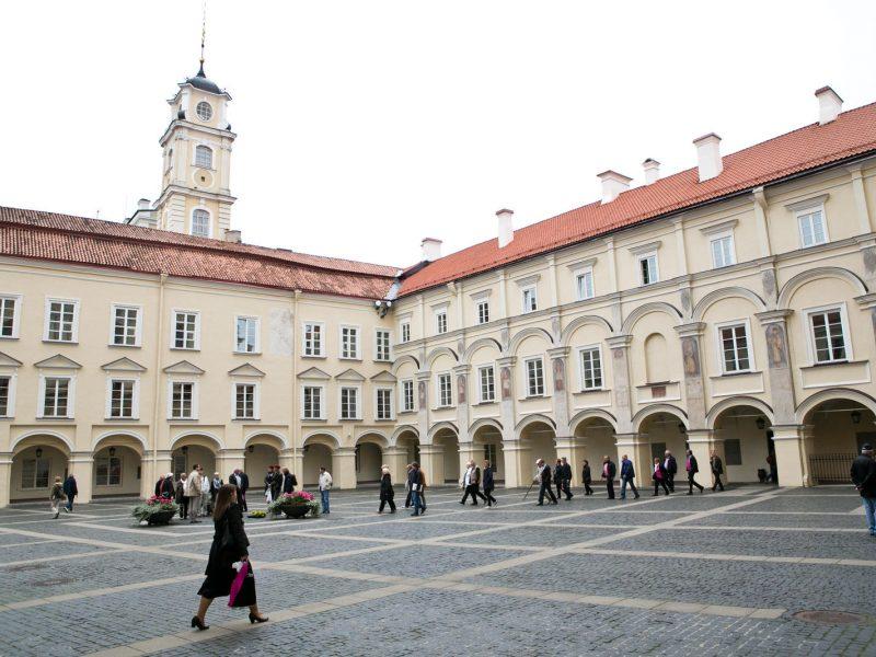 Vilniaus universitetas kviečia nemokamai mokytis užsienio kalbų