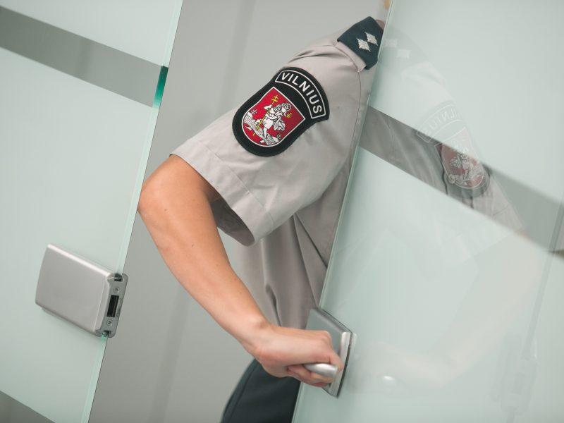 VRK iš kandidatų į sostinės savivaldą išbraukė policijos pareigūną