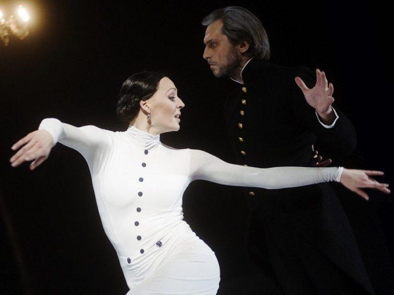 """Bilietai į A. Cholinos spektaklį """"Ana Karenina"""" akimirksniu iššluoti"""