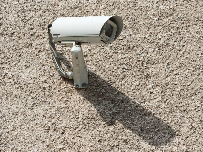 Stebėjimo kameros atpažins žmogų iš eisenos