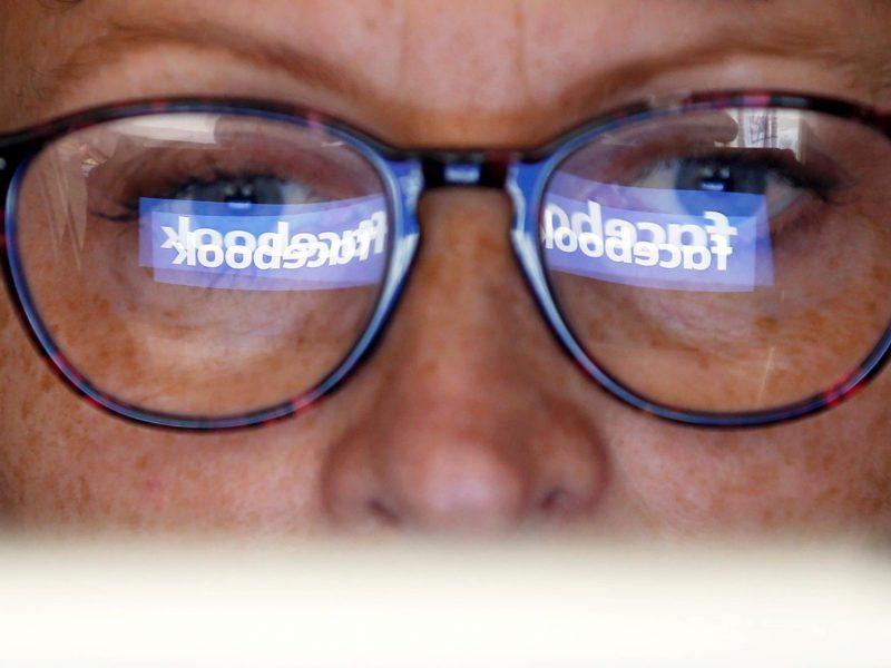 """Teismas išaiškino, ar artimieji gali paveldėti mirusiojo paskyrą """"Facebook"""""""
