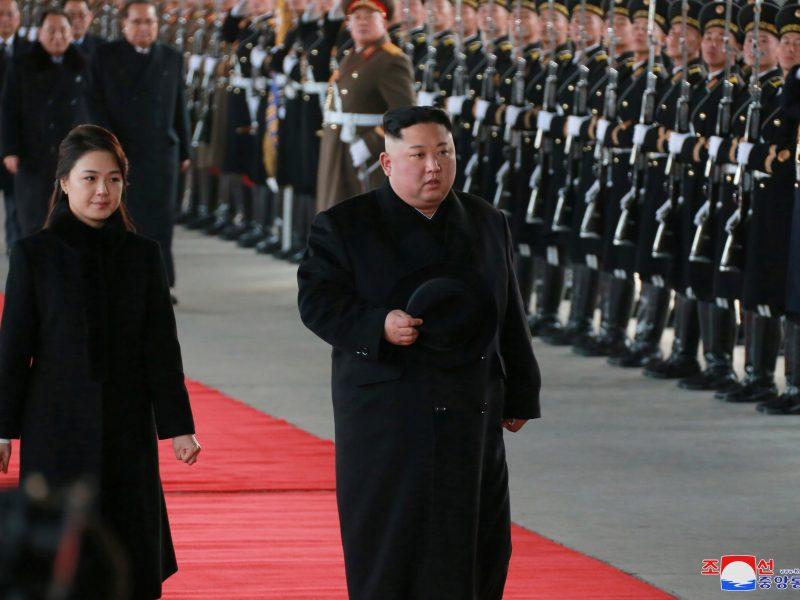 Kim Jong Uno planai dėl kelionės į Hanojų viršūnių susitikimą tapo spėlionių objektu