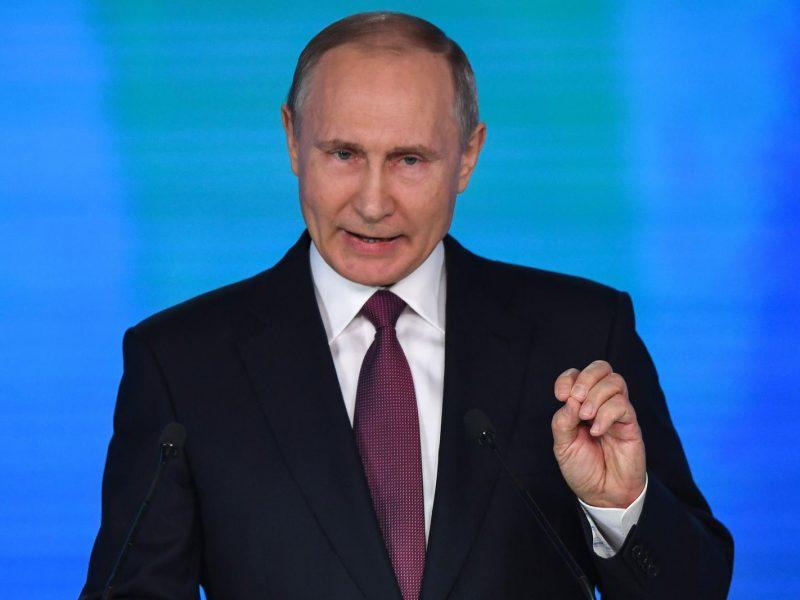 V. Putinas sušaukė savo saugumo patarėjus dėl ginčo su JK