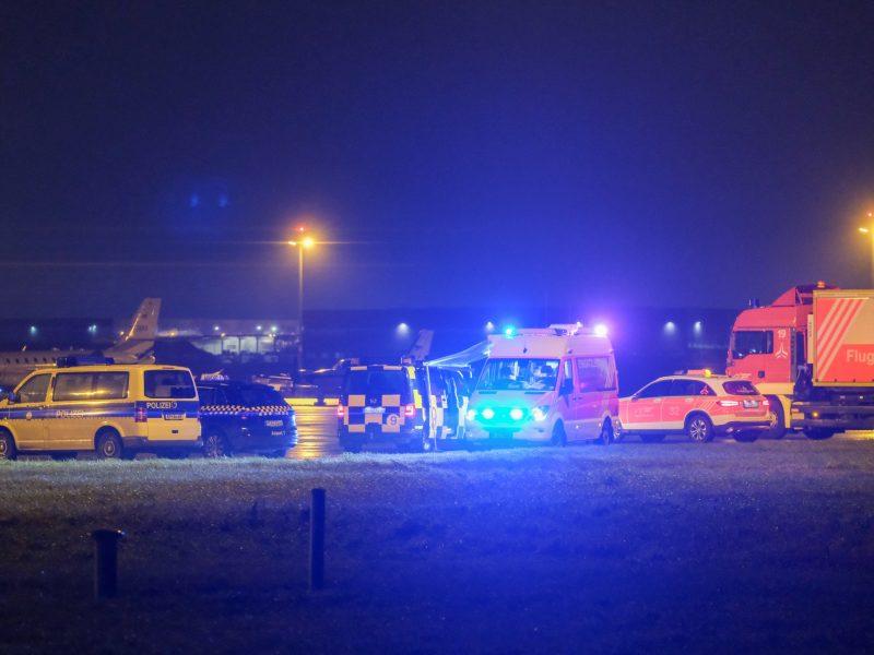 Automobilis išvažiavo į kilimo ir tūpimo taką ir sutrikdė oro uosto darbą