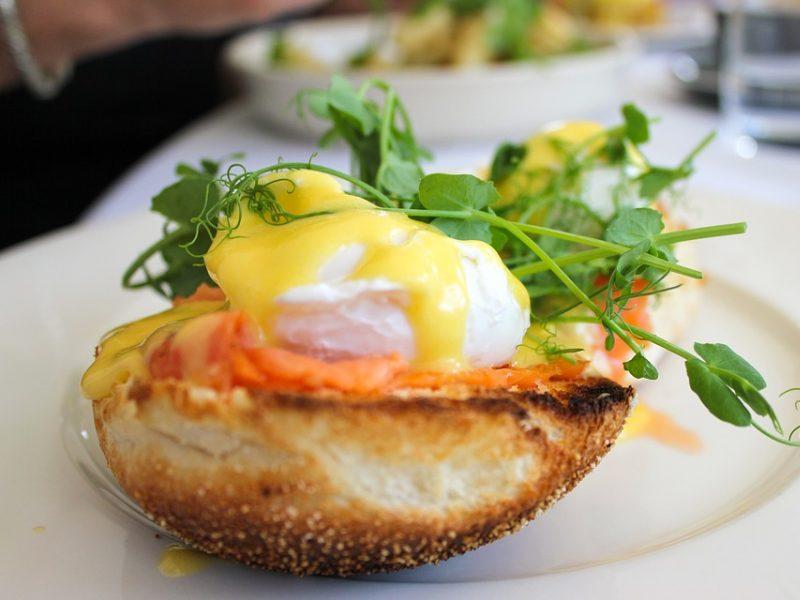 Maisto ekspertė pataria, kaip sėkmingai pasigaminti Benedikto kiaušinį