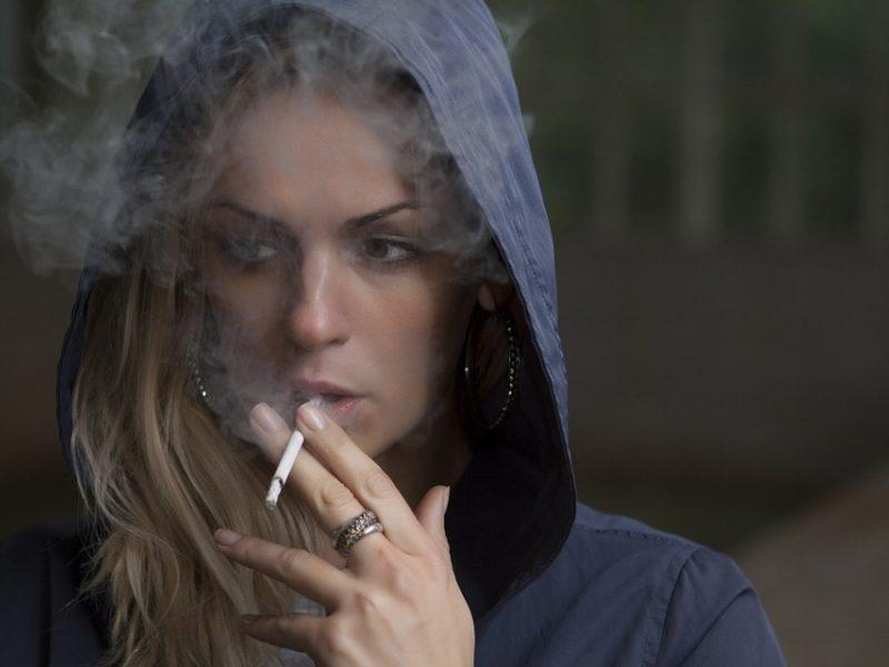 Ką bendro turi depresija ir rūkymas?