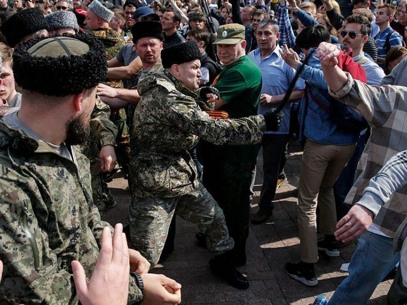 """Rusija: po """"kazokų"""" išpuolių proteste prabilta apie pilietinį karą"""