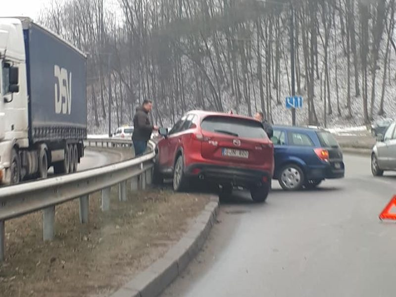 Dviguba avarija Tunelio g. – trenkėsi į jau apdaužytą automobilį