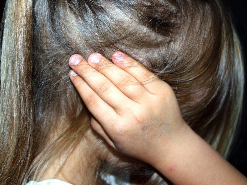 Susižalojo iš lovos iškritęs vaikas