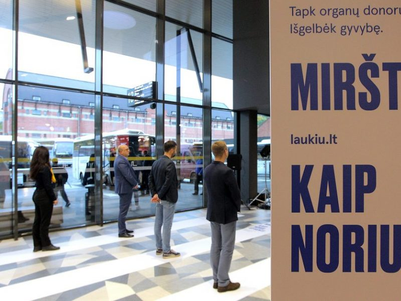 Kauno autobusų stotyje – kilnus performansas