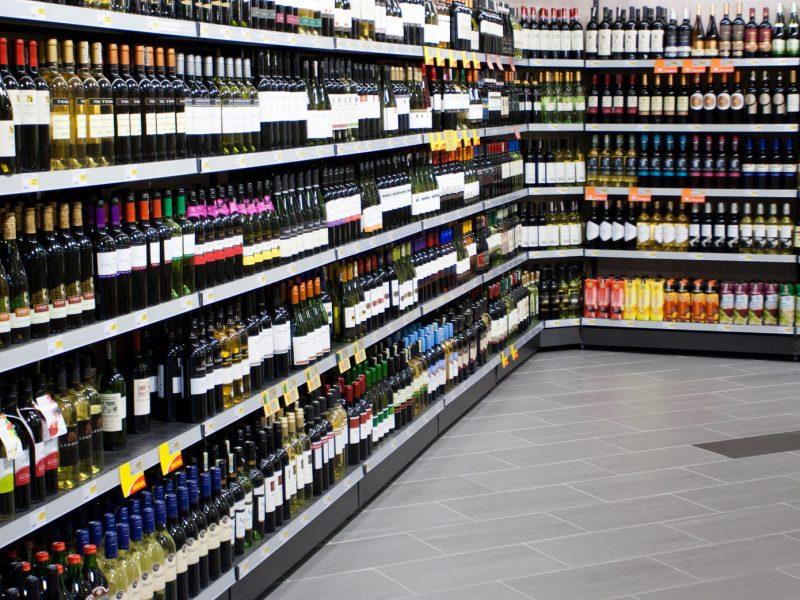 Verslas nori atšaukti du alkoholio prekybos draudimus