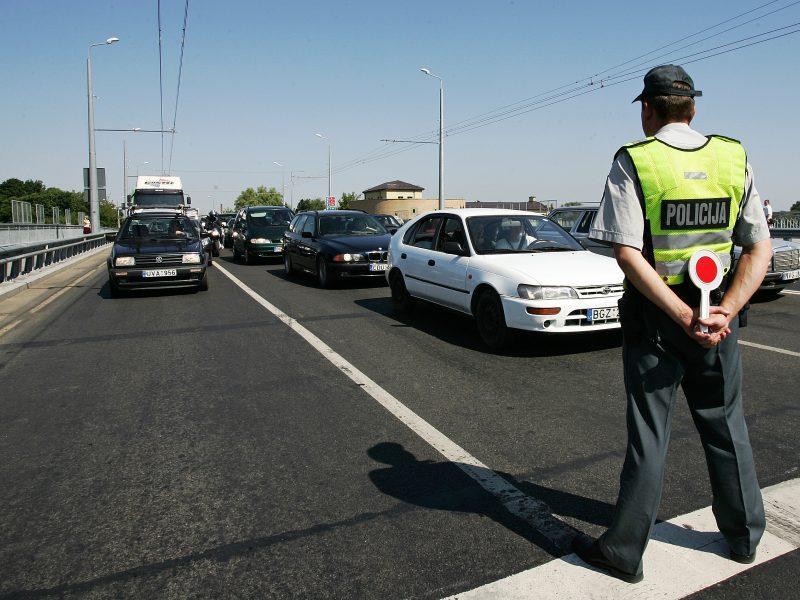 Policininkai kabinetus keičia į gatves
