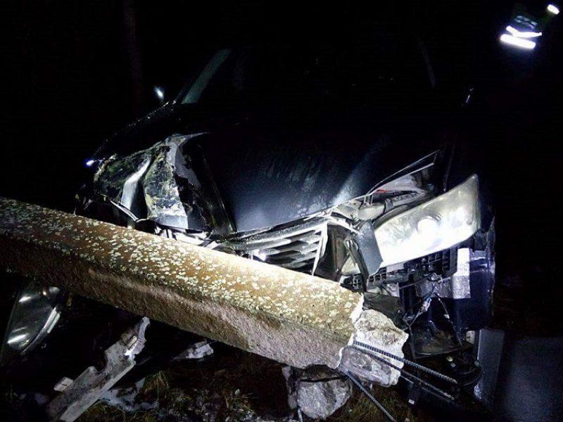 Pasieniečių persekiotas girtų klaipėdiečių automobilis išvertė tvorą