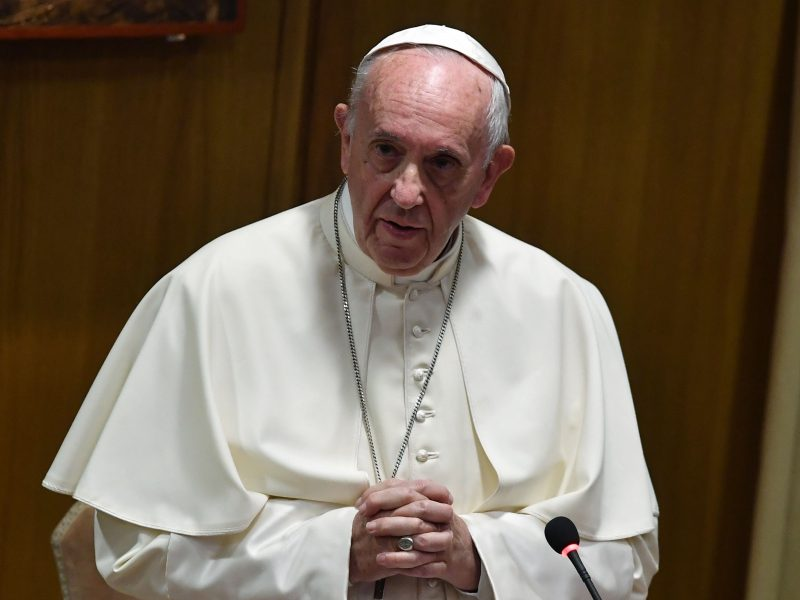 Du kaliniai popiežiaus apsilankymu pasinaudojo kaip proga pabėgti