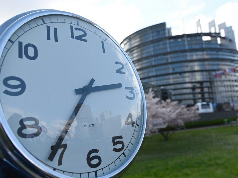 EP sprendimas: laikrodžių sukiojimas atšaukiamas