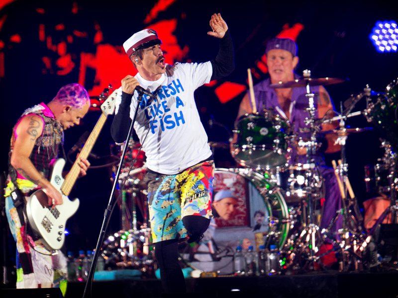 """Amerikiečių grupė """"Red Hot Chili Peppers"""" surengs koncertą prie Egipto piramidžių"""
