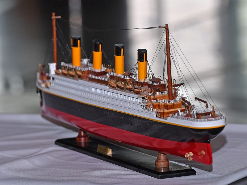 """Islandų paauglys autistas pastatė iš """"Lego"""" kaladėlių 8 m ilgio """"Titaniko"""" modelį"""