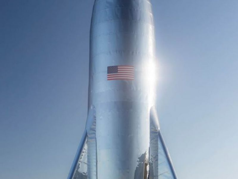 """E. Muskas pademonstravo Marso raketos """"Starship"""" prototipą"""