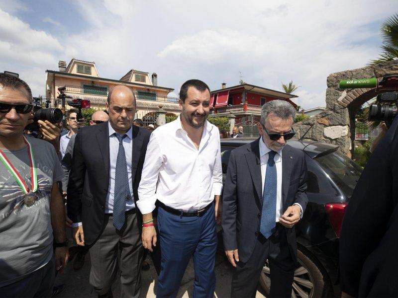 Artėjant viršūnių susitikimui Italija įspėja partneres ES dėl migrantų susitarimo