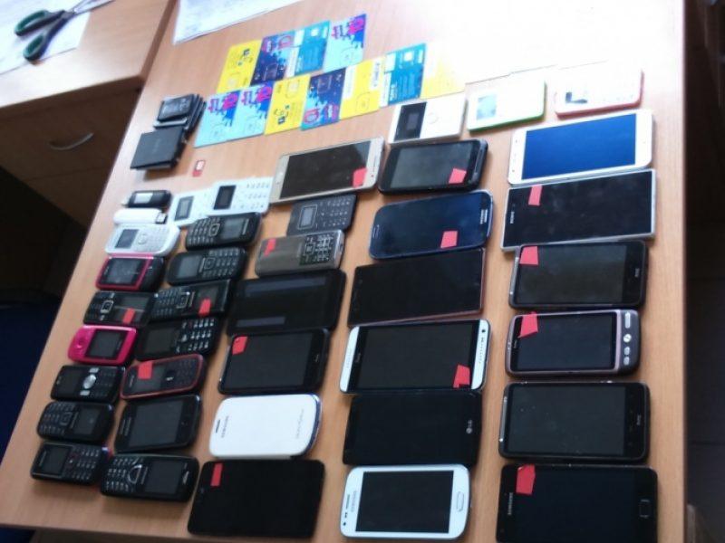 Šiemet įkalinimo įstaigose konfiskuota daugiau nei 1,6 tūkst. telefonų
