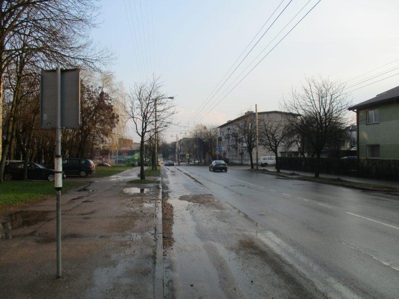 Eismo sąlygos naktį: numatomas lietus ir gūsingas vėjas