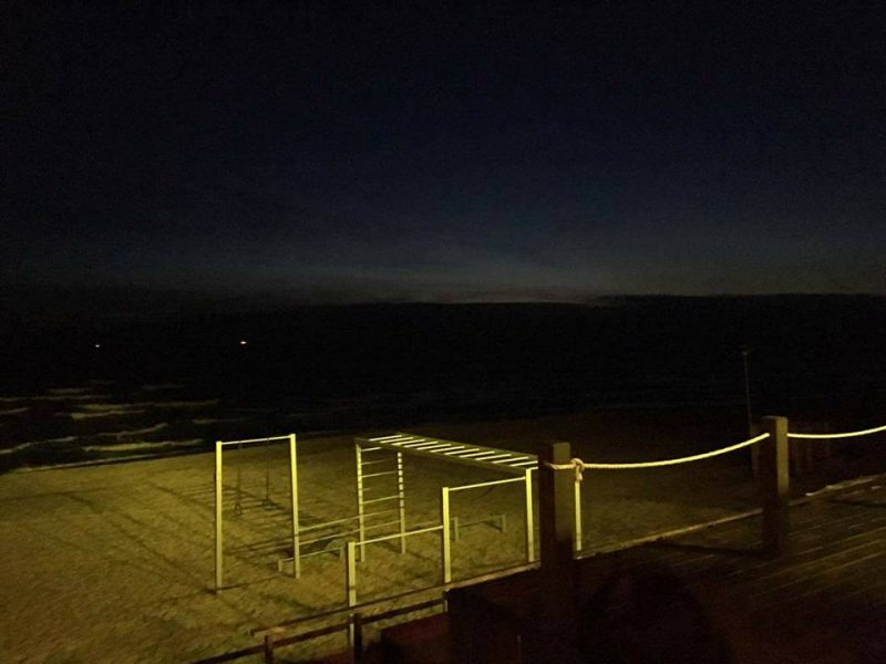 Prie jūros vilios šviesomis