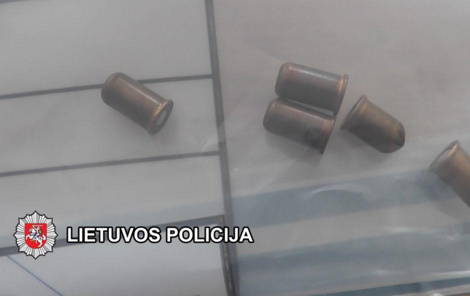 Pareigūnai išaiškino revolverio pagrobimą