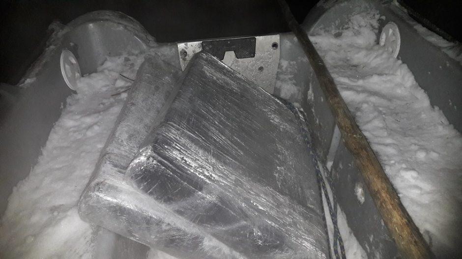 Pasieniečiai iš Neries vėl traukė kontrabandinę ledo lytį