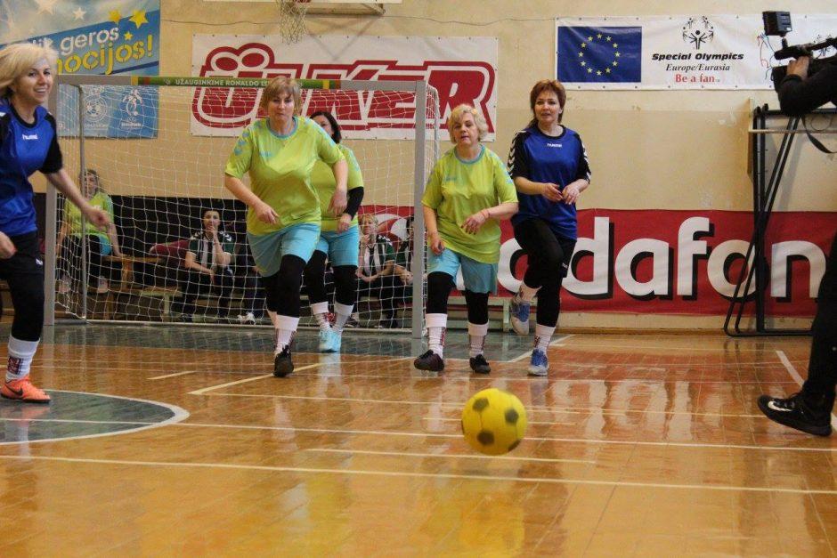 Kauno rajone – močiučių futbolo turnyras