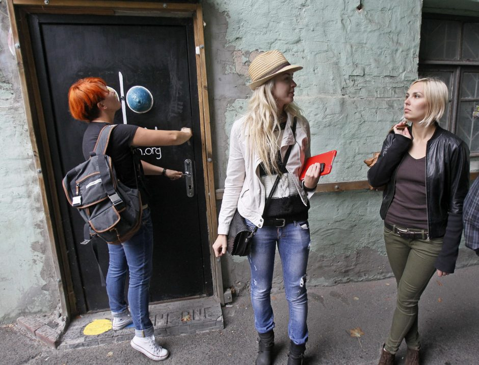"""""""Femen"""" išsikelia iš savo Kijevo būstinės dėl galimo klausymosi"""