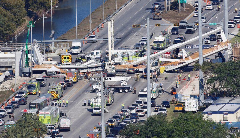 Majamyje sugriuvo pėsčiųjų tiltas