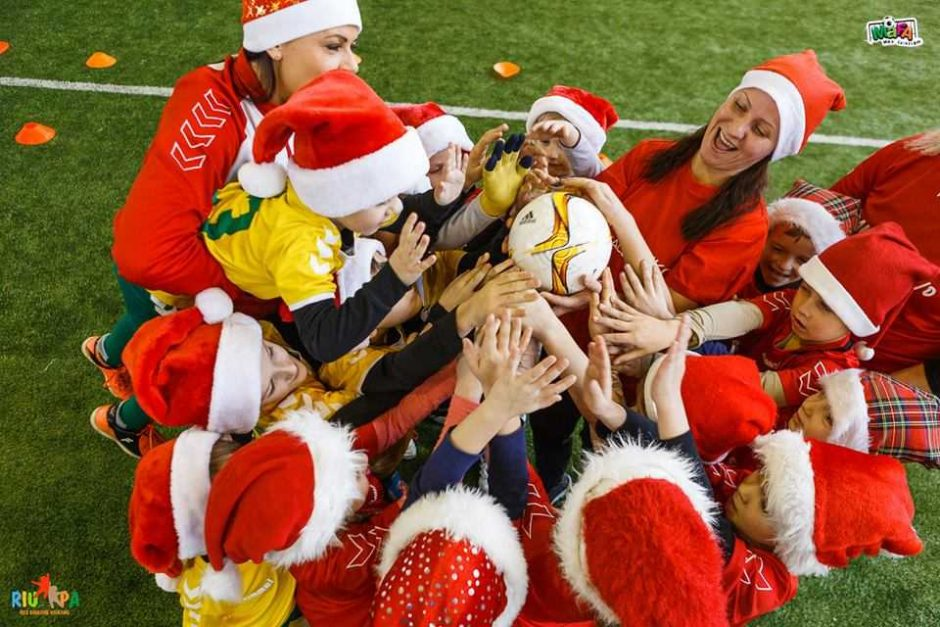 """Jaunieji kauniečiai šventė """"Futboliuko Kalėdas"""""""