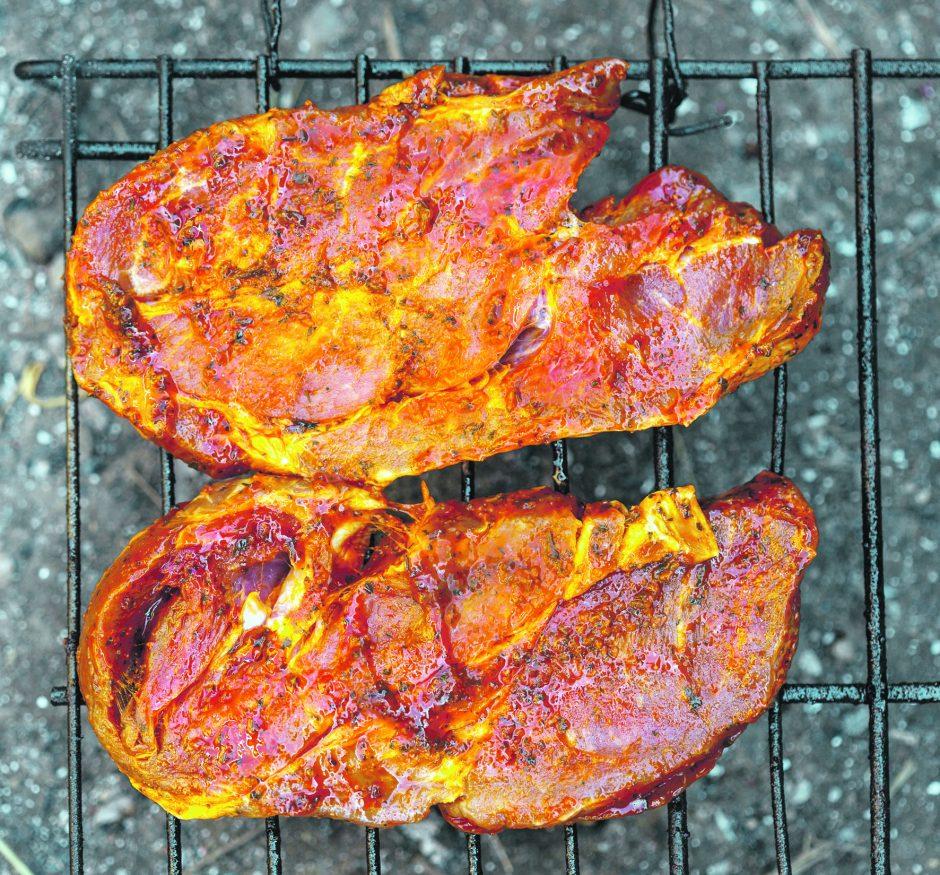 Vasaros virtuvėje – mėsa su dūmo kvapu (receptai)
