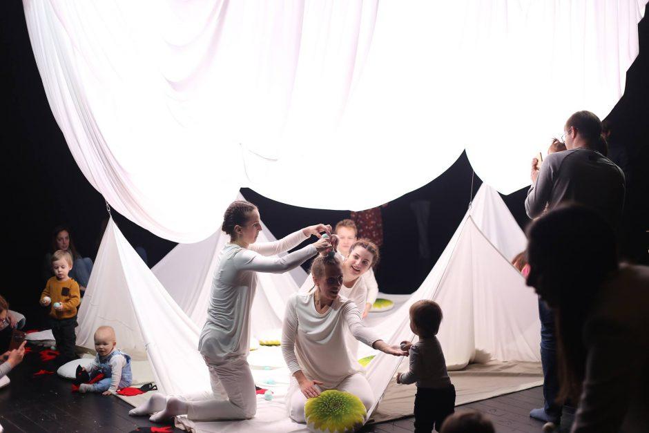 Kūdikiams – šokio ir judesio spektaklis