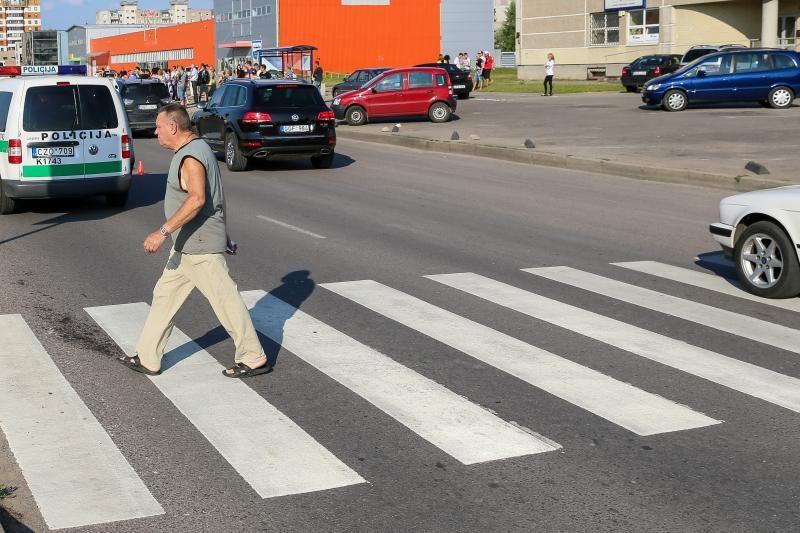Krauju paženklintas Baltų pr. dar šiemet sulauks apšvietimo