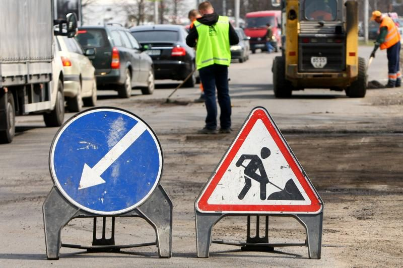 Ar degalų akcizas padės užlopyti miesto gatves?