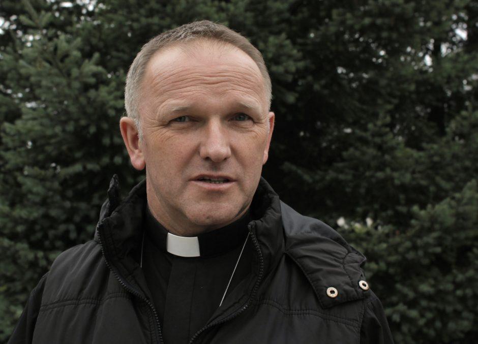 Kunigą atleido už Bažnyčios doktrinos dėl dirbtinio apvaisinimo, abortų, eutanazijos ir kontracepcijos kritikavimą