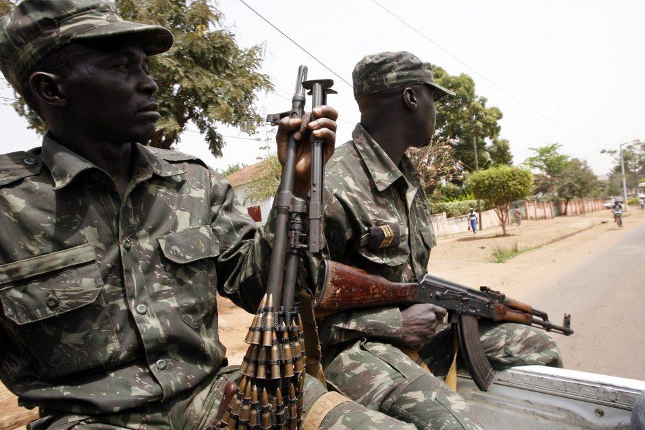 Gvinėjoje etninis smurtas pareikalavo beveik 100 gyvybių