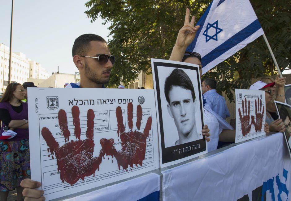 Izraelio vyriausybė pritarė palestiniečių kalinių paleidimui