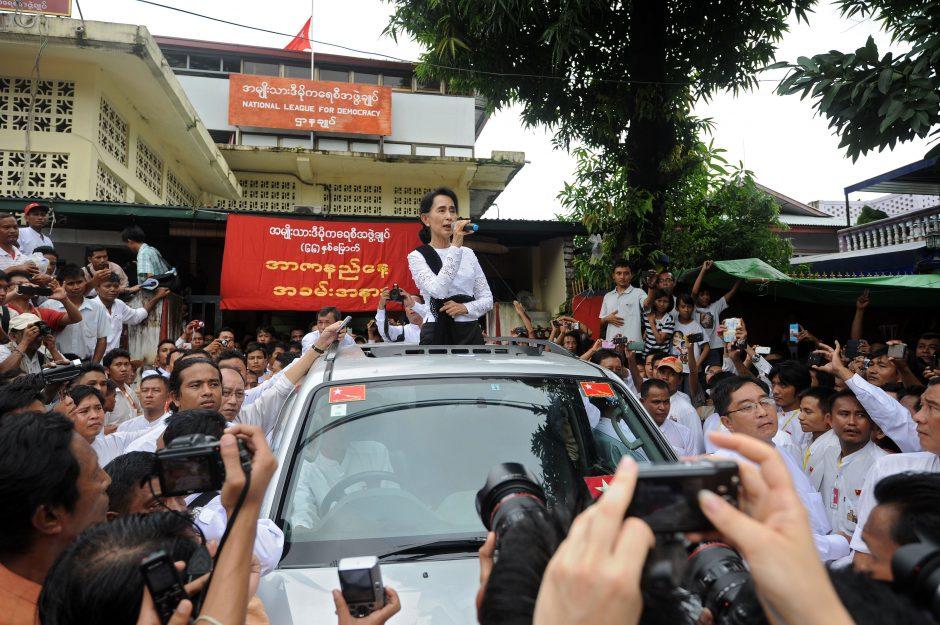 Mianmare paleidžiama maždaug 70 politinių kalinių
