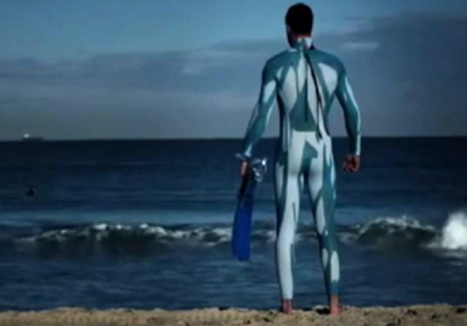 Sukurti nuo ryklių apsaugantys kostiumai