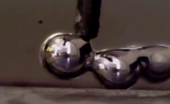 Terminatoriaus 2 stiliaus skystas metalas gali būti spausdinamas 3D spausdintuvais