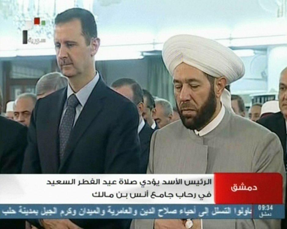 Sirijos televizija po sukilėlių pranešimų apie ataką parodė nenukentėjusį B. al Assadą